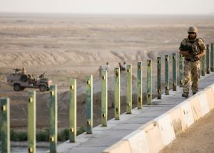 A soldier from the RAF Regiment on patrol near Basrah Air Base, Iraq. Photo: Harland Quarrington, MOD. Licensed under the Open Government Licence v1.0