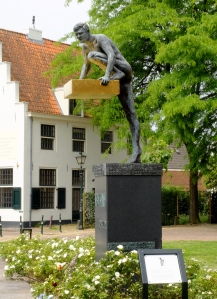 The Netherlands National Donor Monument in Naarden. Source: Ziko van Dijk, Wikimedia Commons. Used under the Creative Commons Attribution-Share Alike 4.0 International license.